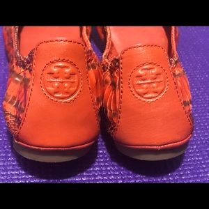 Tory Burch Eddie Snakeskin Orange Size 8